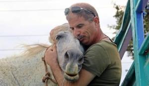Emekli polis, çalınan atını bulmak için muhbir tuttu