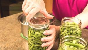 Evde yapılan konserve 'Botulismus' riski taşıyor