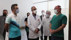 Sivas'ta 800 bin doz aşı uygulandı, gazeteciyi erken aşıya Vali Ayhan ikna etti