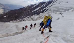 Tarihi bir tırmanış: İHH ekipleri Kırgızistan'daki zirvede!