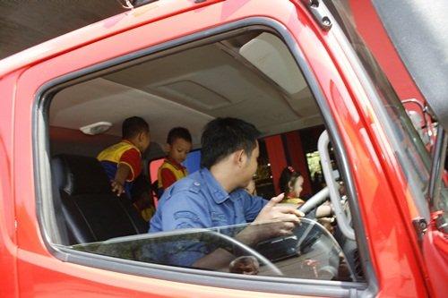 Siap Berkeliling dengan Mobil Pemadam Kebakaran