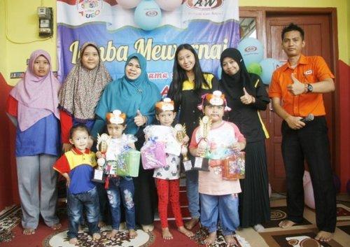 Foto Bersama Pemenang Lomba Mewarnai biMBA Mampir