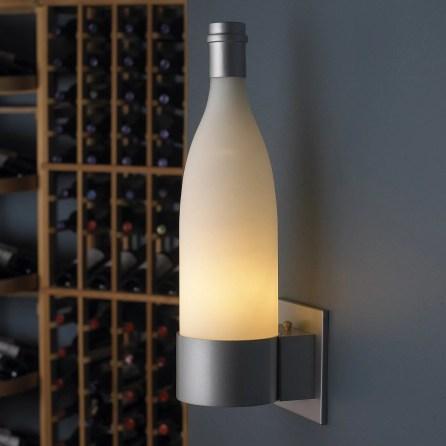 Luminária feita com garrafa de vinho
