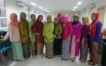 Nuansa Akademik dengan memakai seragam kebaya dan batik memperingati Hari Kartini