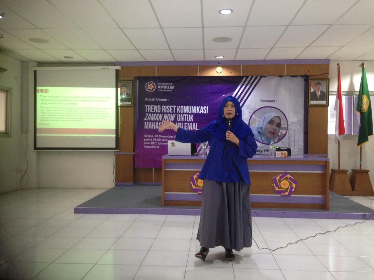 Ibu Dr. Desy Misnawati M.Ikom, Dosen Ilmu Komunikasi Menjadi Pembicara di Kuliah Umum Universitas Amikom Yogjakarya