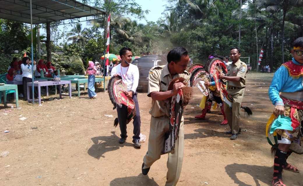 Pagelaran Seni Kuda Kepang Dalam Rangka Peringatan HUT RI ke 73 Desa Binangun