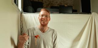 Joost Botman in tiny house Wervershoof