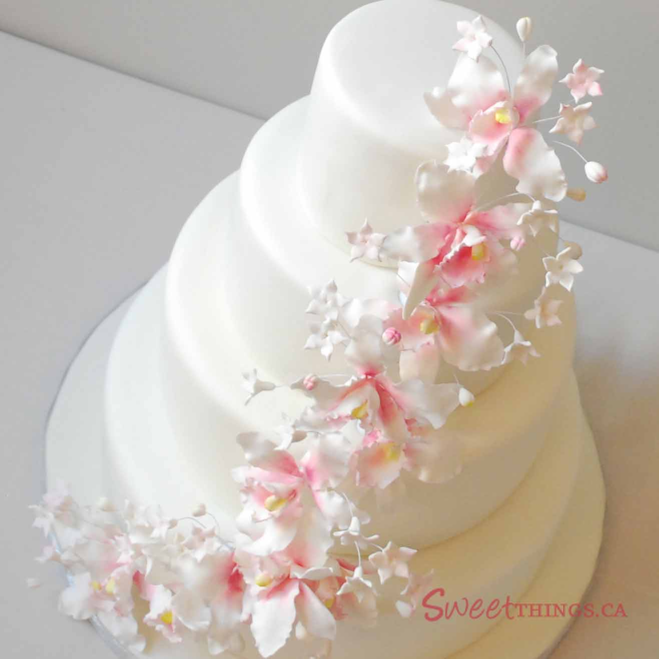 Your Wedding Cake Guide for the Spring   BindiWeddings white wedding cake with white flowers