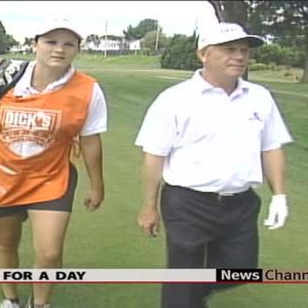 Caddy Plays Crucial Role in Golf_-2970671603957872707