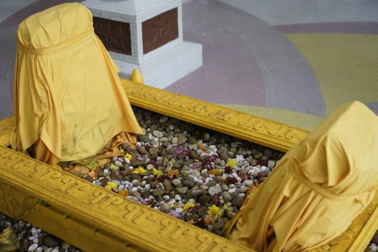 Batu nisan di kubur Sultan Tengah
