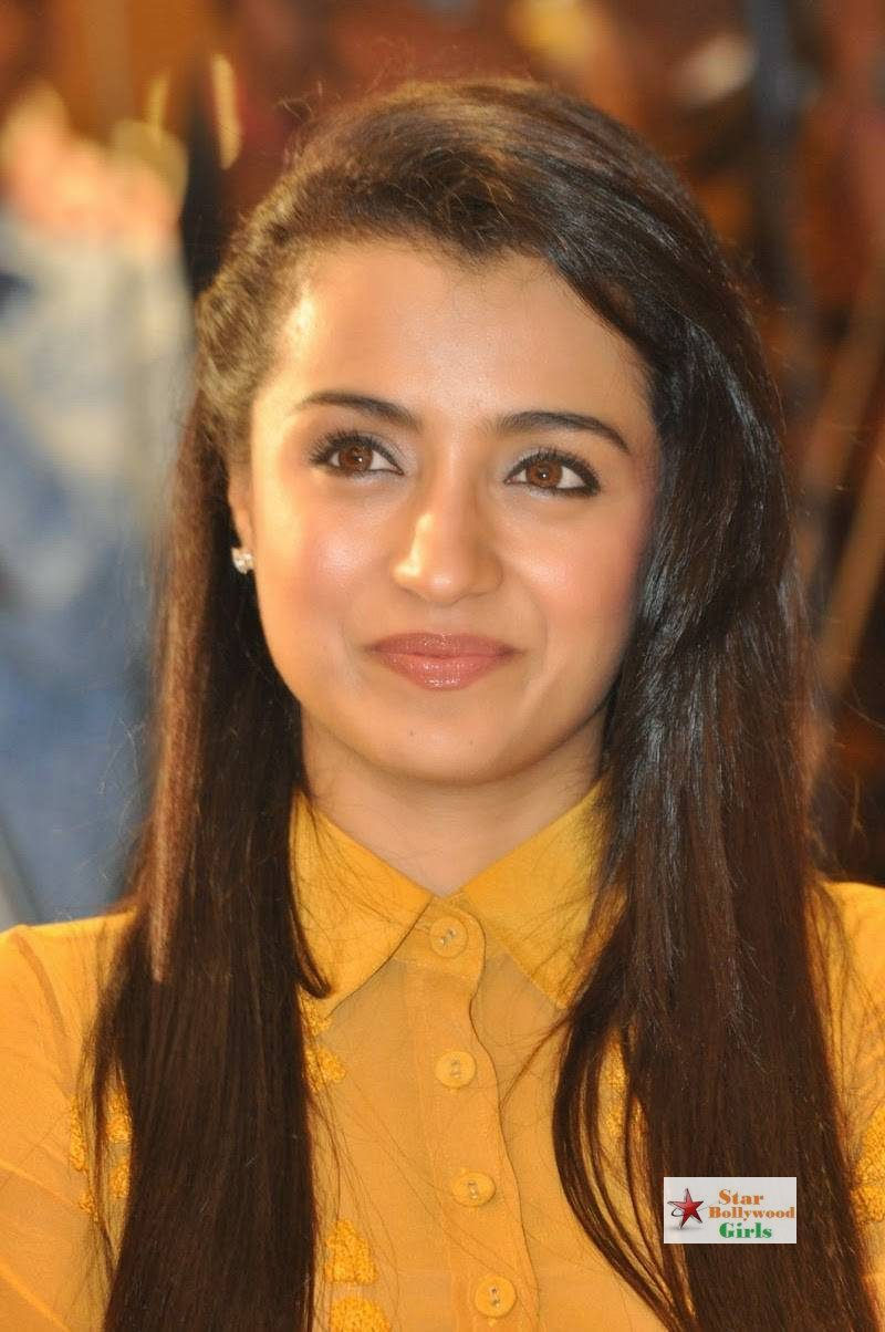 Trisha-Stills-At-Cheekati-Rajyam-Movie-First-Look-Launch-14