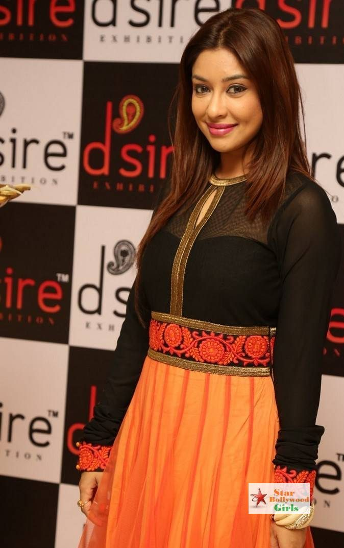 Payal-Ghosh-Stills-At-Desire-Designer-Exhibition-Launch-1