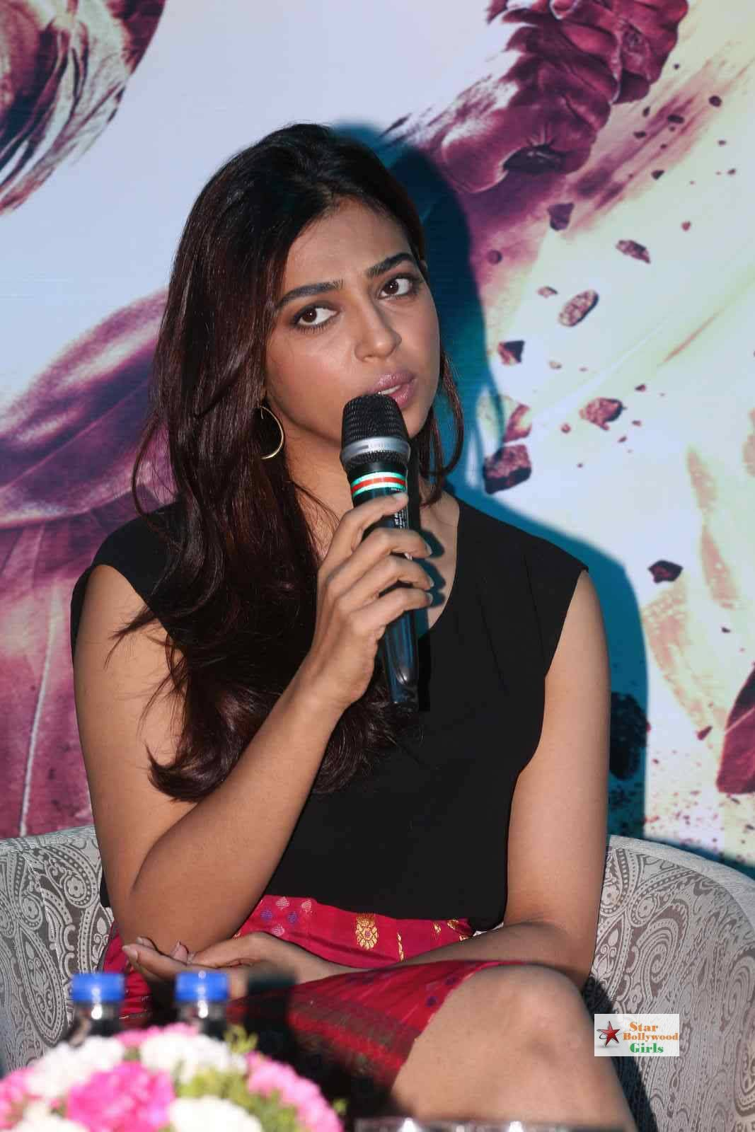 Radhika-Apte-Stills-At-Manjhi-Movie-Press-Meet-01