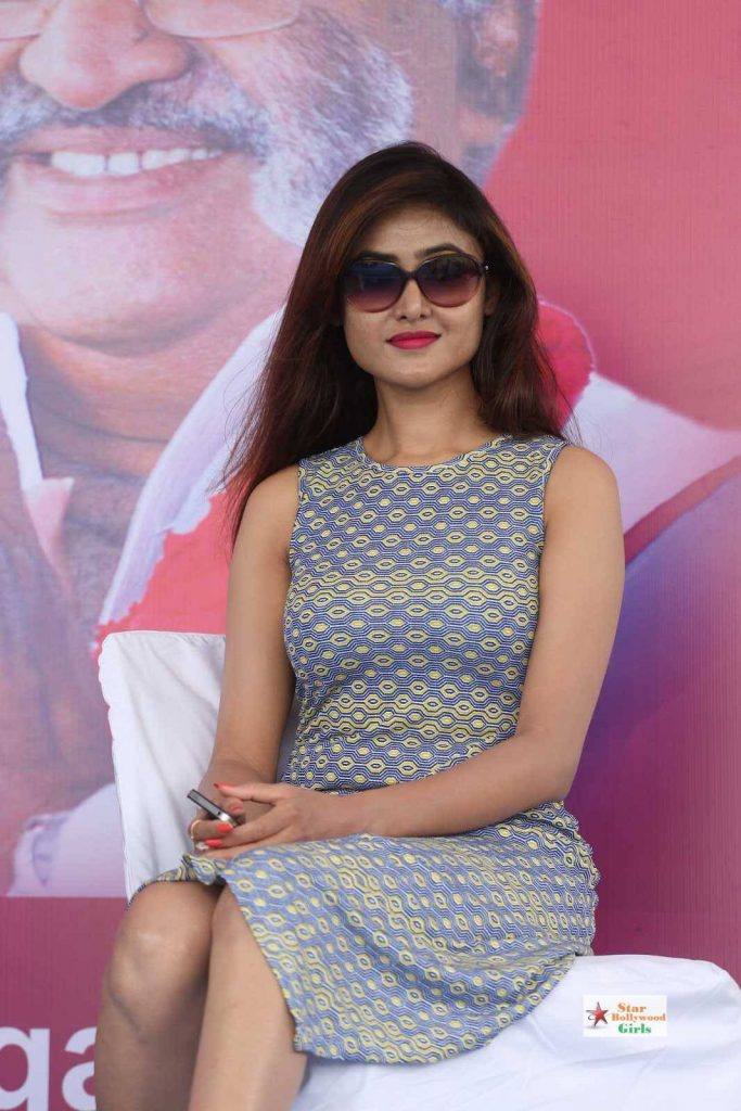Sony-Charishta-Stills-At-Kakatiya-Cricket-Cup-Match-21