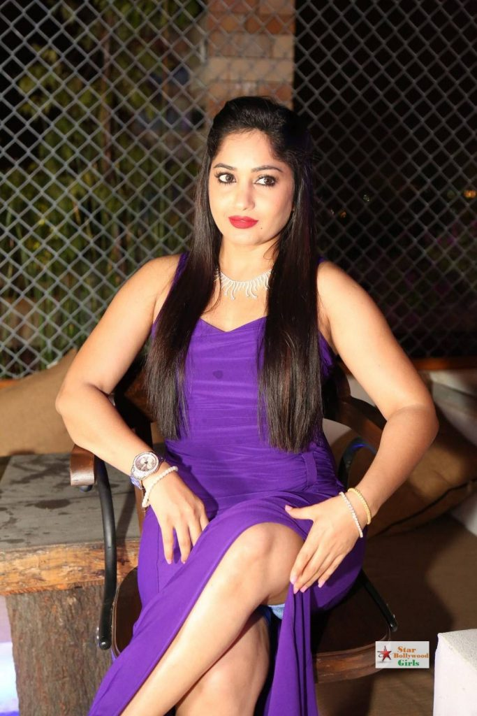 Madhavi-Latha-Stills-in-Blue-Dress-15