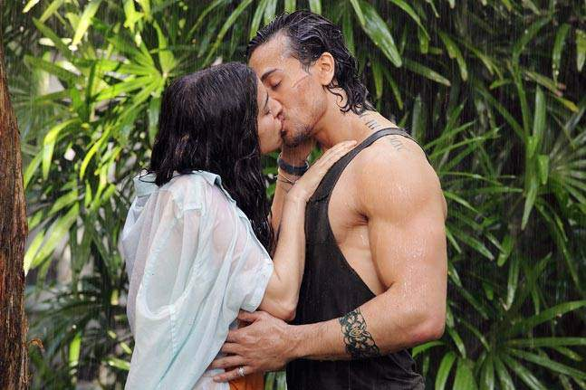 Shraddha-Kapoor-fifth-lip-lock-in-Baaghi-in-a-row-pic-