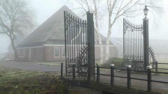 Beemster in Beeld - Boerderij Zuiderweg 21 in de mist