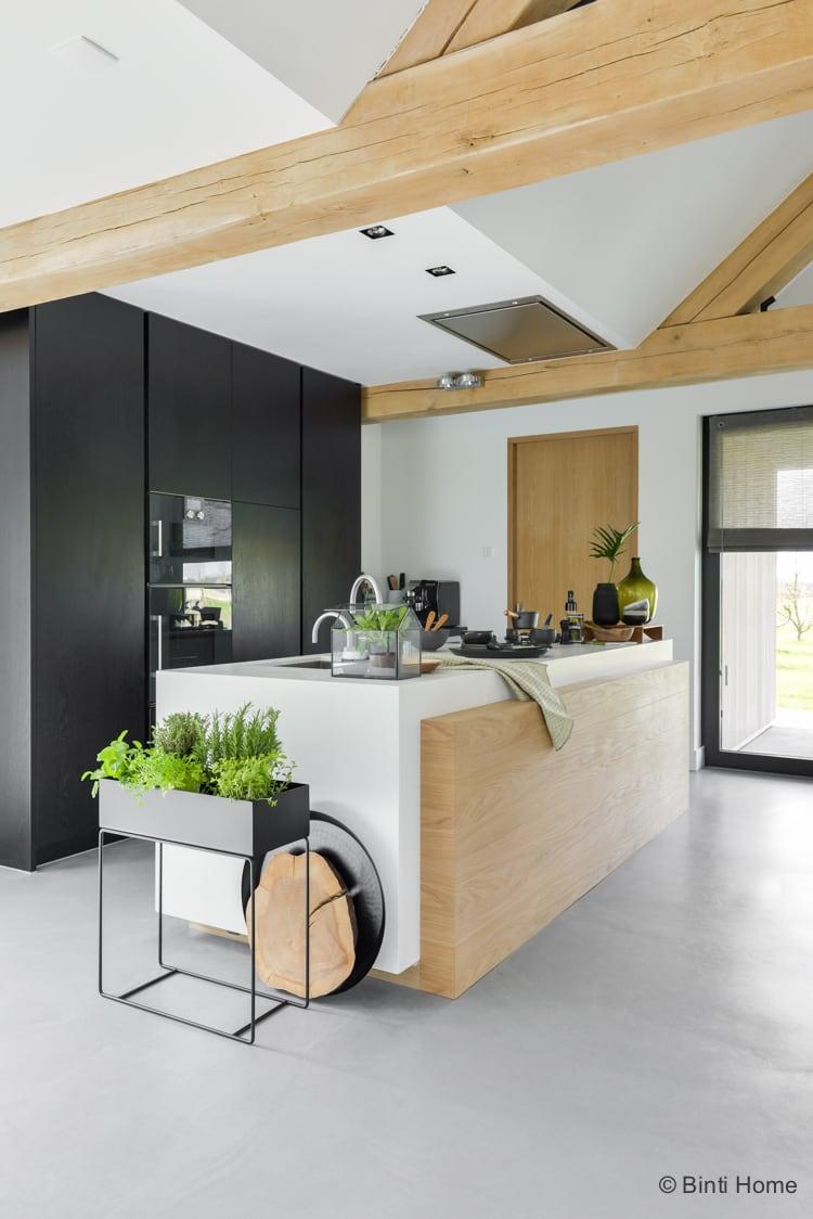 keuken inrichting botanisch geinspireerd met zwart