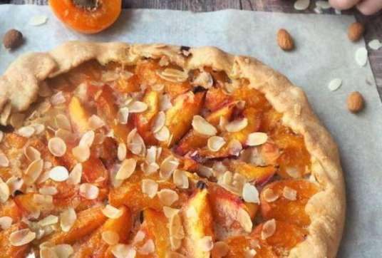 Tarte rustique abricots et amande