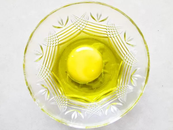 Olive-oil-and-egg-yoke-for-Frizzy-hair-