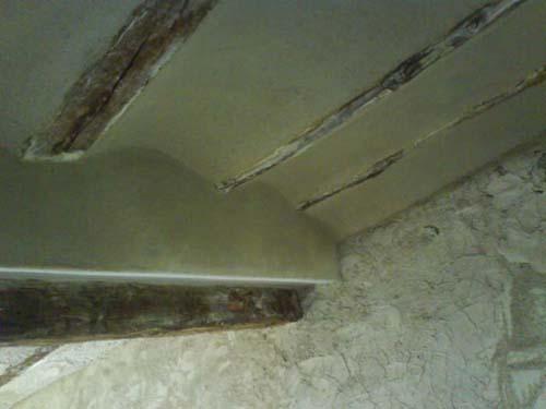 Solucion de yeso-corcho en techo