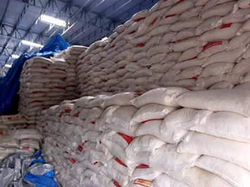 El gobierno indio evalúa promover la producción de etanol a partir de azúcar crudo