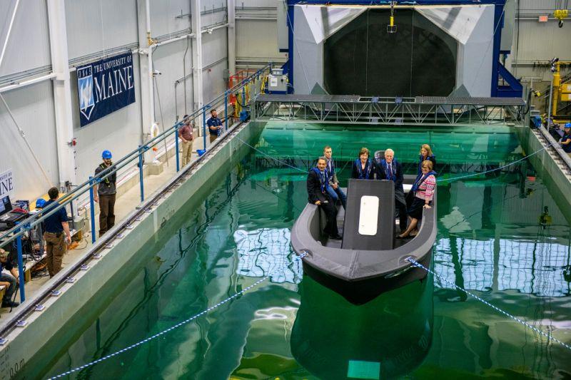 Con bioplásticos e impresora 3D logran fabricar un bote de 7,5 metros de eslora