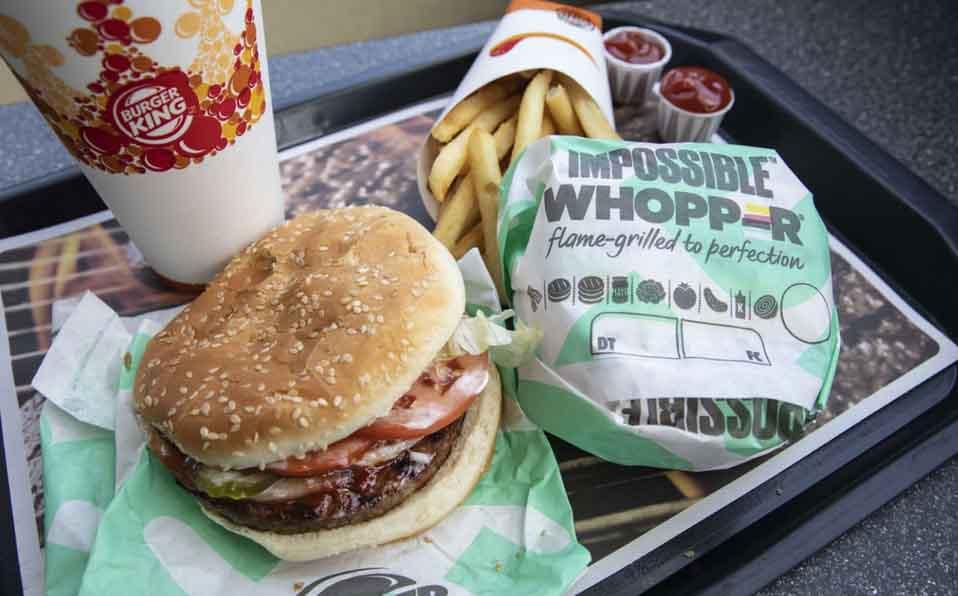Decidida a mostrar que los alimentos transgénicos son seguros, Impossible Burger incorpora a sus envases etiqueta 'OGM'