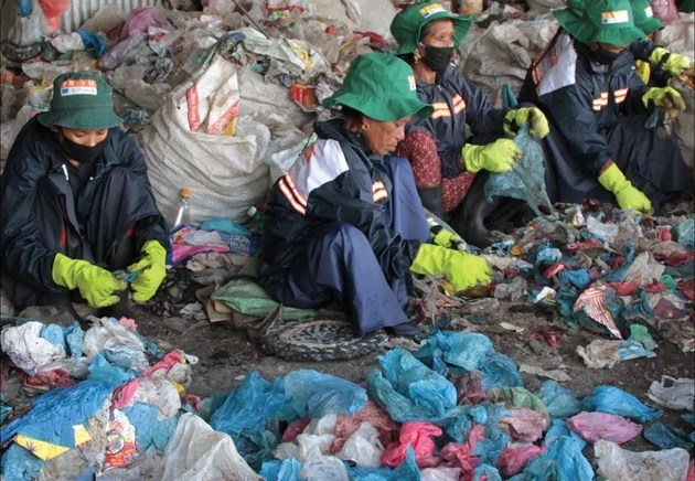 Basic safety equipment is essential to minimize health risks to informal recycling sector.