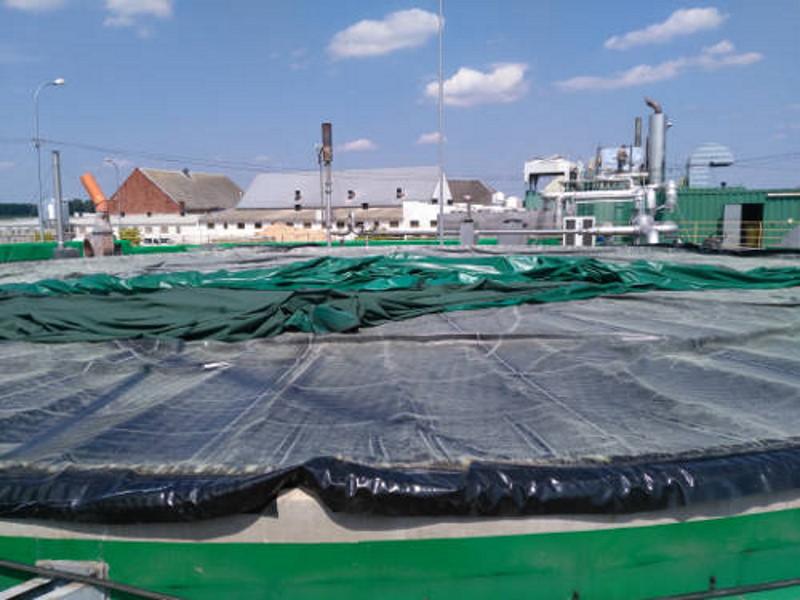Zdjęcie przedstawiające naprawę dachu zbiornika