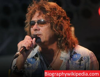 Mickey Thomas biography