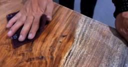 fungsi pengamplasan dalam proses finishing kayu sangat penting.