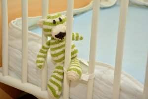 Comment aider bébé à dormir seul dans sa chambre ?