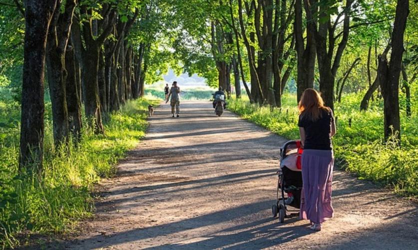 Sortie avec bébé : les indispensables à prévoir