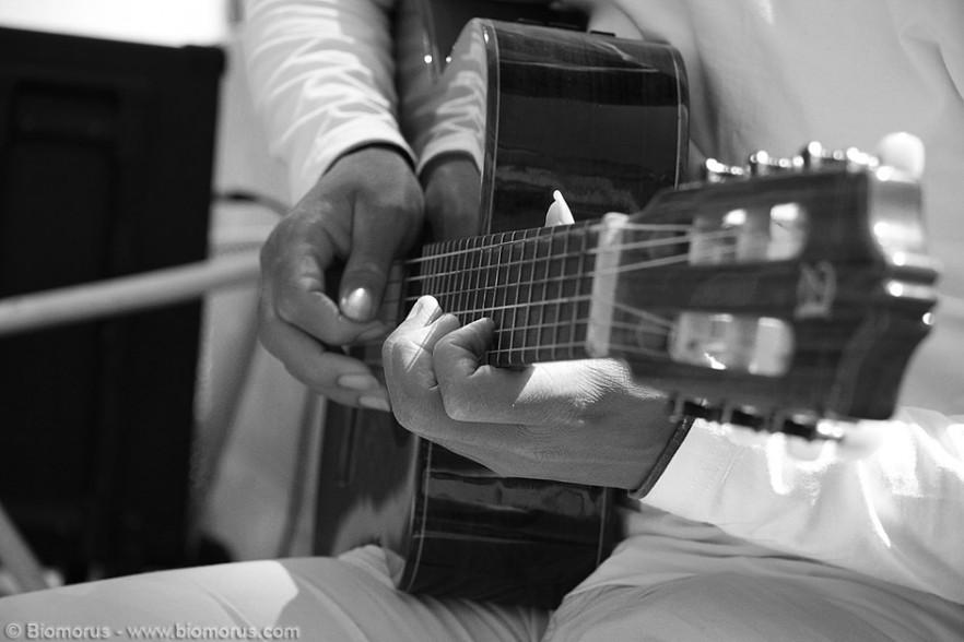 Camminando per le vie di Lisbona si possono incontrare dei musicisti veramente tosti, come questo chitarrista classico che ho incontrato nel quartiere del Chiado.