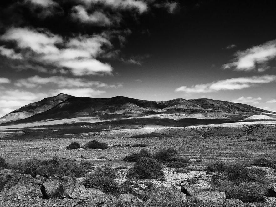 Salinas de Janubio (Lanzarote, Isole Canarie, Spagna) – (Dati di scatto: iPhone 6 in modalità panorama, 1/3000 sec, f/2.2, ISO 32, mano libera).