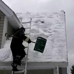 Comment déneiger vos toits ?