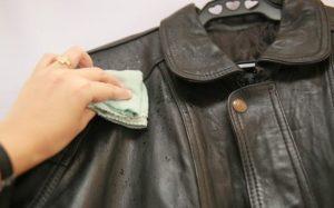 Cara Mencuci Jaket Kulit Sintetis Praktis Dan Tidak Bikin Rusak