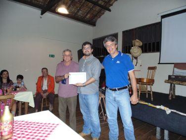 Primeiro da esquerda para direita, Adilson da Cunha, secretário de agricultura do município de Areias.