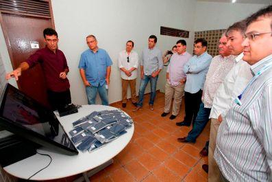 O responsável técnico pelo IBSgen, Geraldo Nobre, apresenta o laboratório para convidados durante a inaguração em setembro de 2015. Foto: Moraes Neto/Sebrae RN