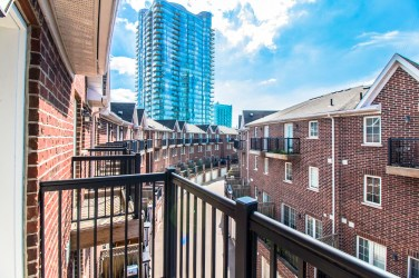 99TheQueensway#42_024