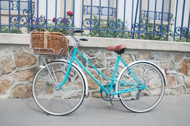 Mon fringuant vélo vintage couleur bleu pimpant!