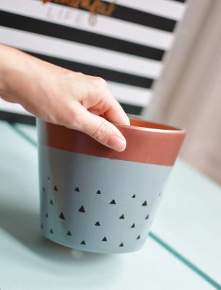 DIY pour peindre son pot de fleur sur le blog