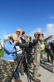 Spotting different shorebirds at Tuna de Zazas. (photo by Ernesto Reyes)