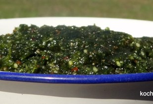 Petersilien-Mandel-Pesto