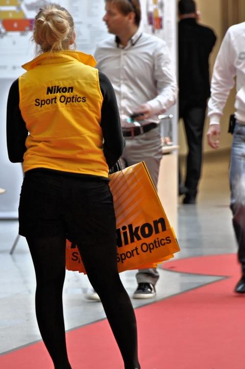 Bild: NIKON Sport Optics war auch präsent. Wie kann man da nur so gelangweilt wegblicken?