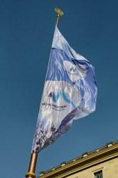 Bild: Flagge zur Bewerbung der Stadt München zu den Olympischen Spielen im Jahre 2018 an der Feldherrenhalle.
