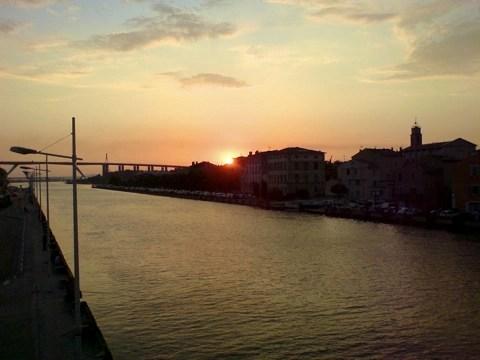 Bild: Sonnenuntergang in Martiques - Bouches-du-Rhône - Südfrankreich.