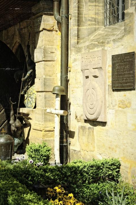 Bild: Ein Motiv, das auch heute noch Gänsehaut auslöst. Kriegergrab zu Ehren der in Russland gefallenen Deutschen Landser. NIKON D700 mit AF-S NIKKOR 24-120 mm 1:4G ED VR.