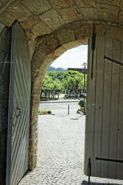 Bild: In der Kirchenburg zu Effeltrich. NIKON D700 mit AF-S NIKKOR 24-120 mm 1:4G ED VR.